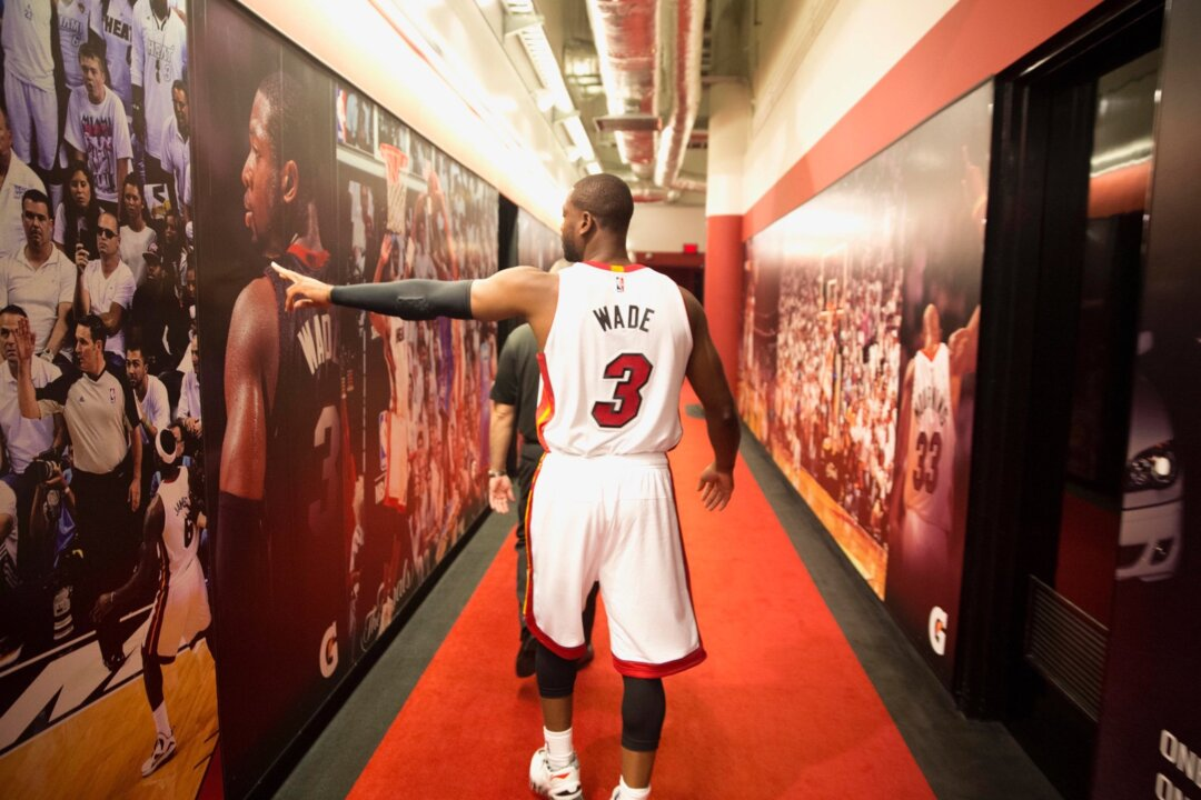 A Miami-based artist thanks the Heat's Dwyane Wade with a mural in Little Havana