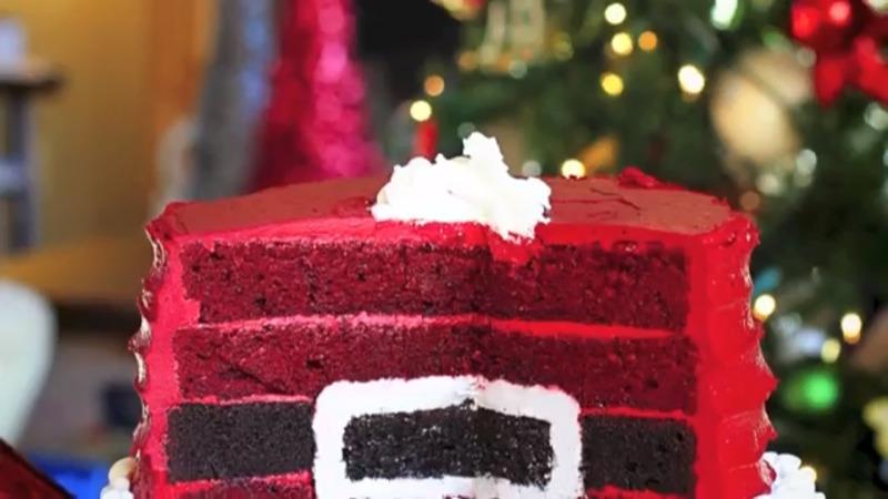 Santas Belt Surprise-Inside Cake