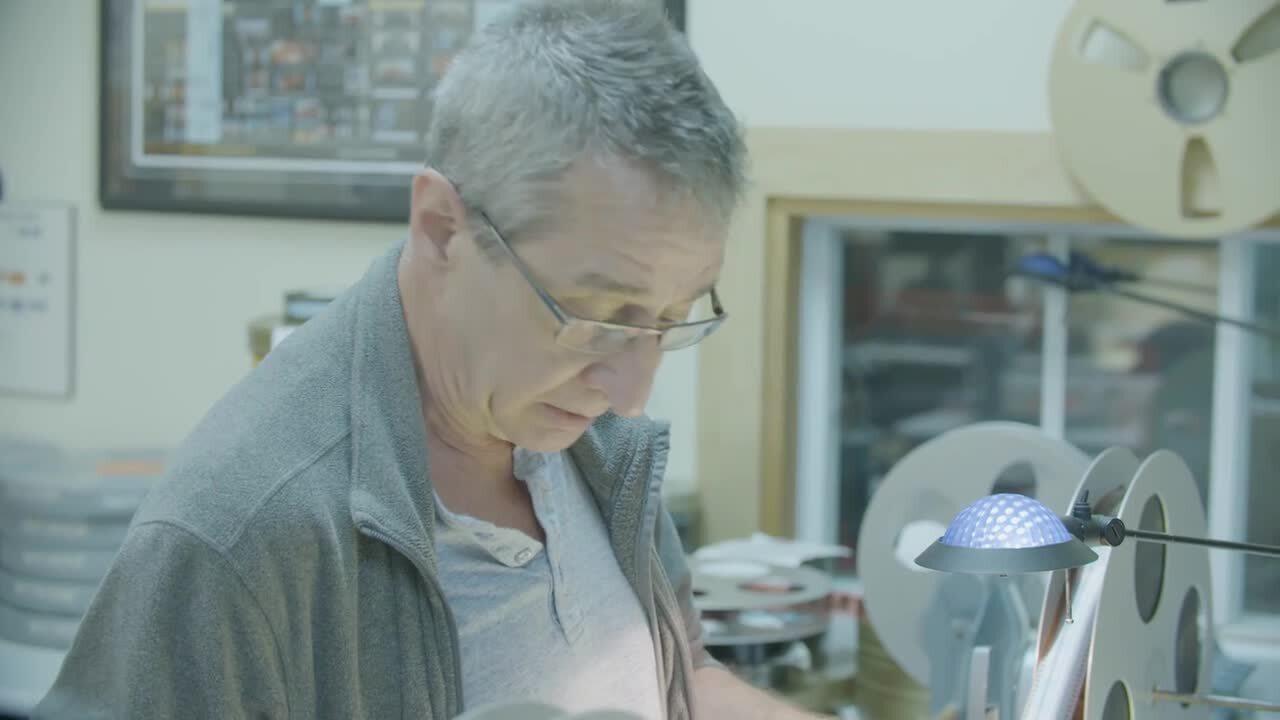 Sylvain Marleau inspecte les bobines de L'eau chaude l'eau frette