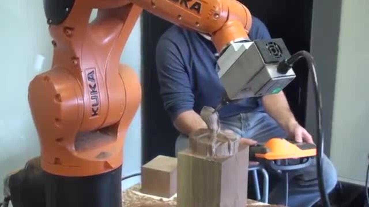KUKA Robot KR AGILUS Milling a wooden Octopus