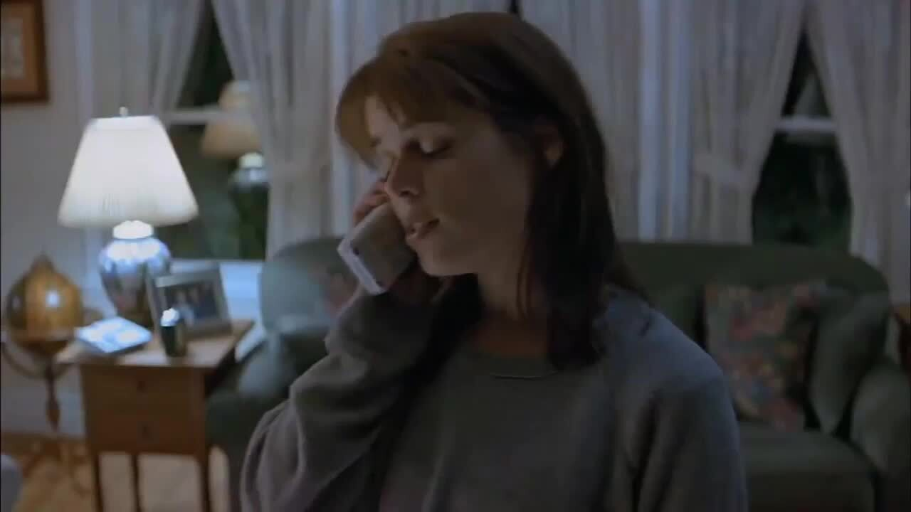 Play trailer for Scream (1996)