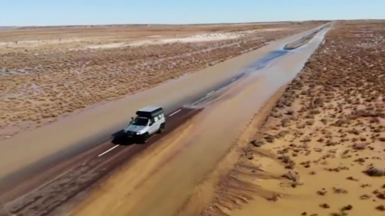 AUSTRALIAN OUTBACK FLOODED AFTER RECEIVING ALMOST 100MM OF RAIN