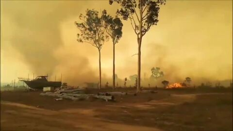 'FIRE TORNADO' DRAMATICALLY SPINS TO LIFE DURING AUSTRALIA BUSHFIRE