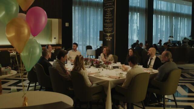 Toute la famille réunie pour le souper de fête de Florence