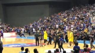 Massive brawl breaks out between Australia, Philippines basketball teams in FIBA match