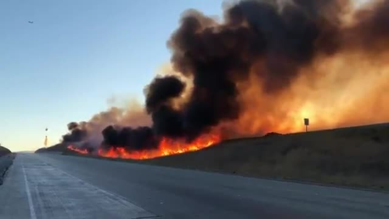 Grant Fire rages along I-580 on Altamont Pass in Alameda County