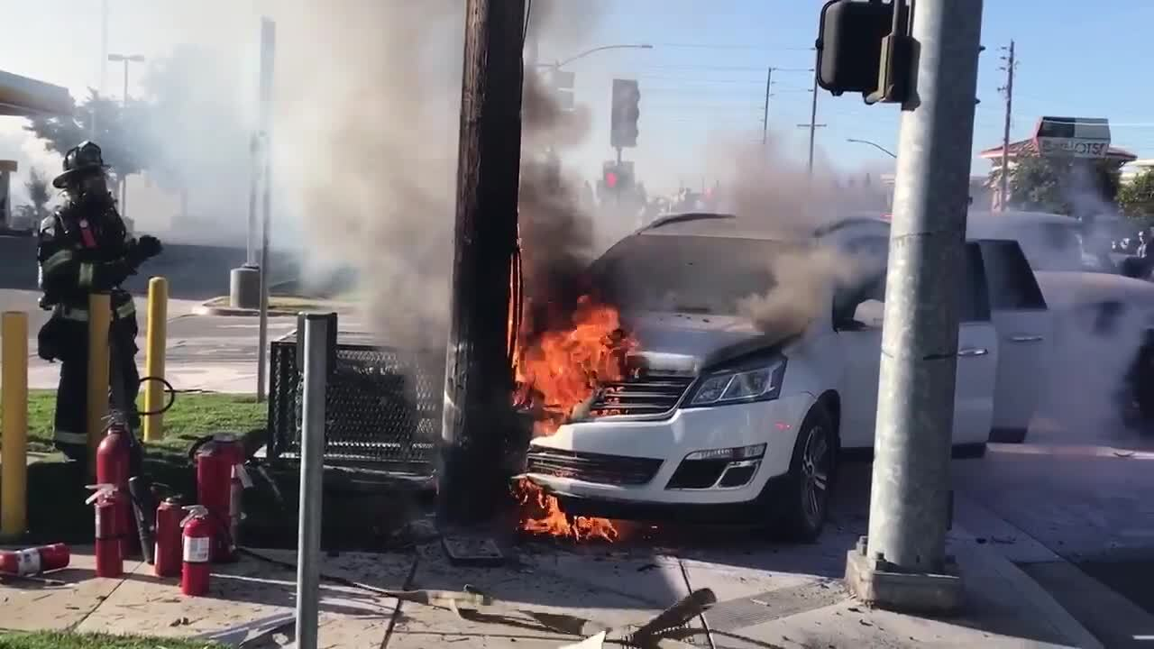 Fiery crash takes out power to Oakdale Road businesses | Durham