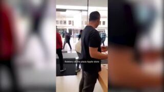 Robbery at the Plaza Apple store caught on camera