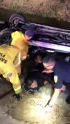 Rescuers save 2 brothers from submerged car