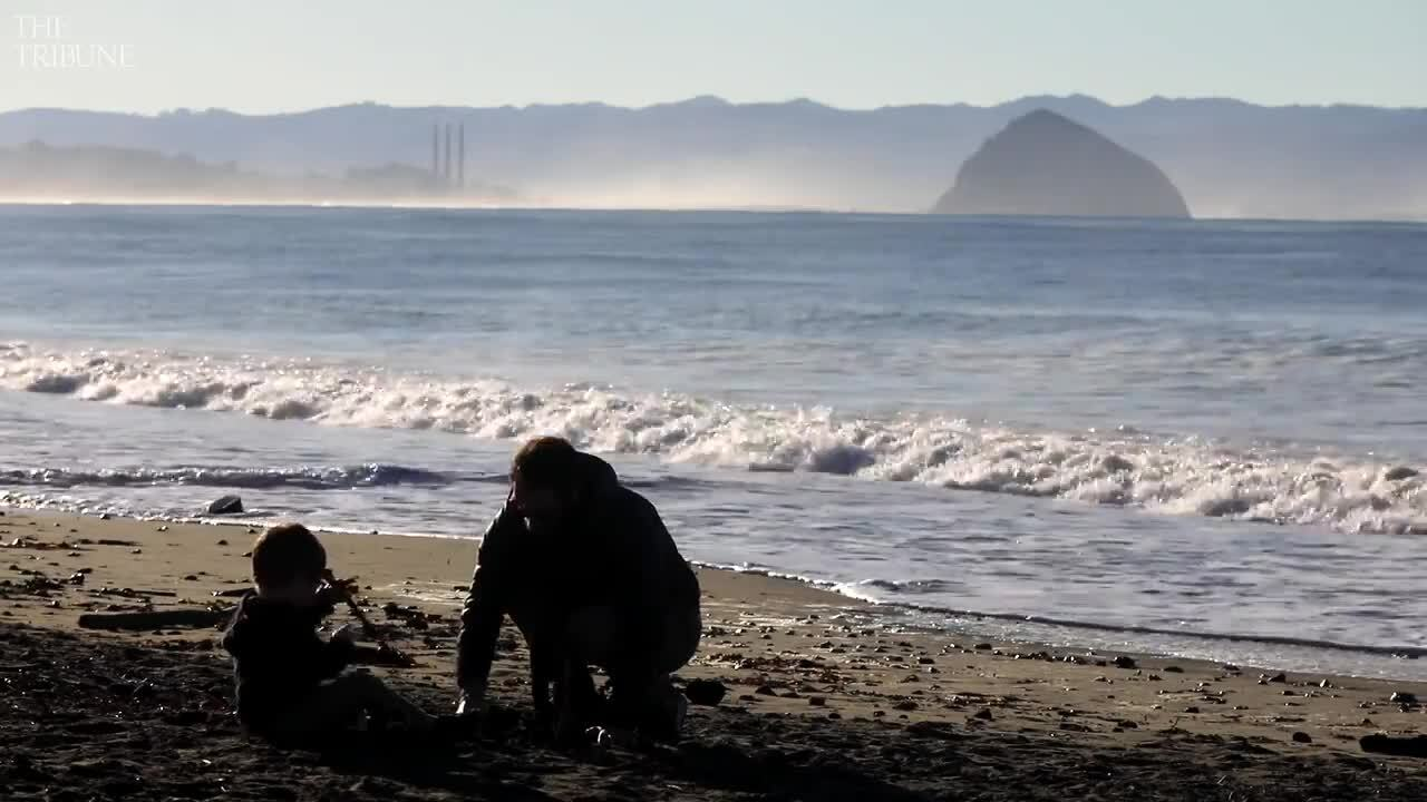 Surging king tides overwhelm unsuspecting California beachgoers, video shows
