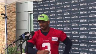 Russell Wilson reacts to teammate Earl Thomas skipping Seahawks mandatory minicamp