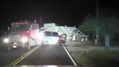 Watch as Texas deputy rescues victim whose truck crashed into an 18-wheeler