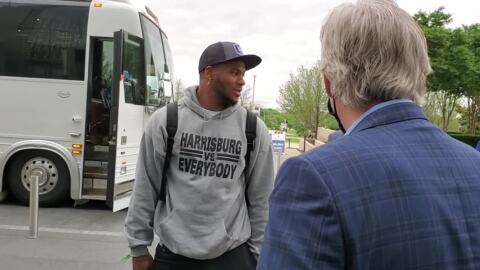 Watch Cowboys first-round pick Micah Parsons arrive at the team headquarters with his family