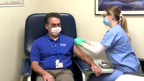 """St. Luke's ER doc: """"It's a grand privilege to receive the vaccination."""""""