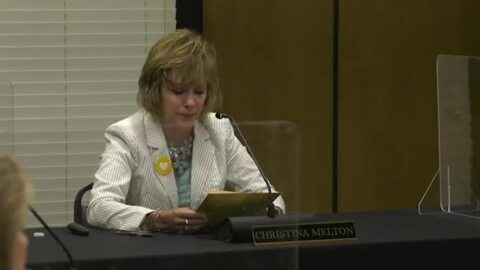 Watch as Lexington-Richland 5 superintendent emotionally resigns at school board meeting