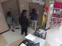 Watch suspects steal cash from vault inside Blythewood grocery store