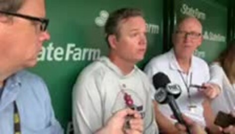 Cardinals Manager Mike Shildt talks at Wrigley field