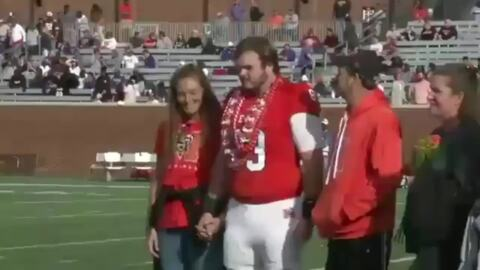 Georgia football player gets help from game announcer for proposal