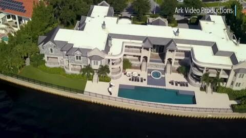 See the Florida mansion that Tom Brady moved into. It's owned by Derek Jeter
