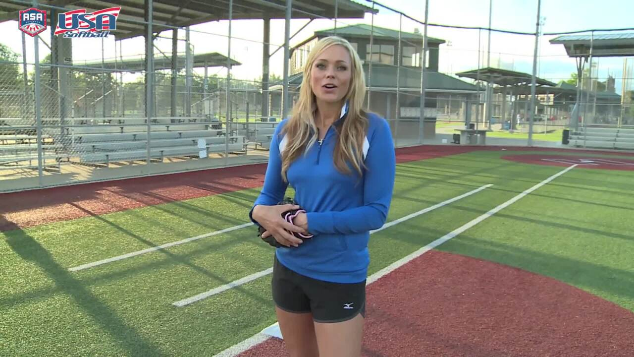 Jennie Finch tips: Being a team player