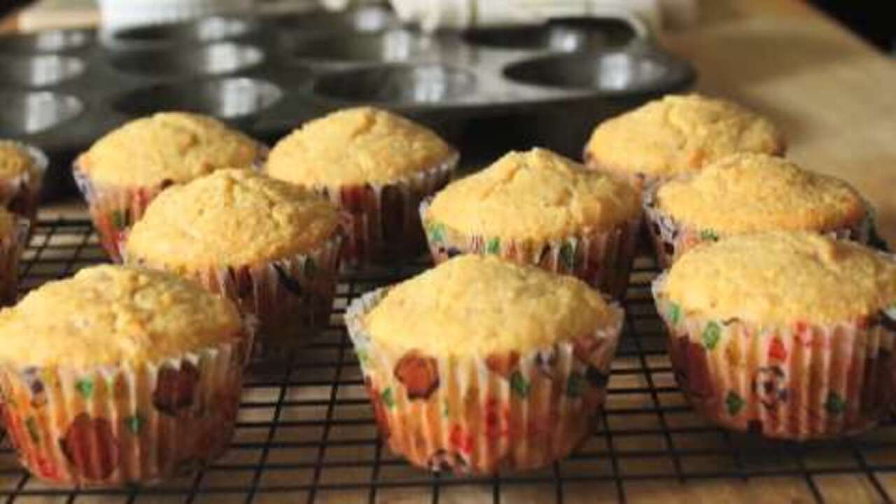 brown butter pineapple corn muffins video