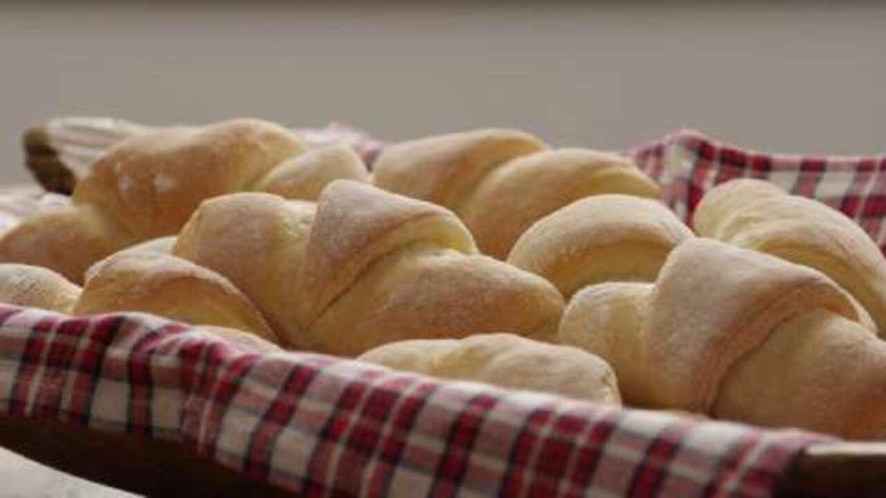sweet dinner rolls video