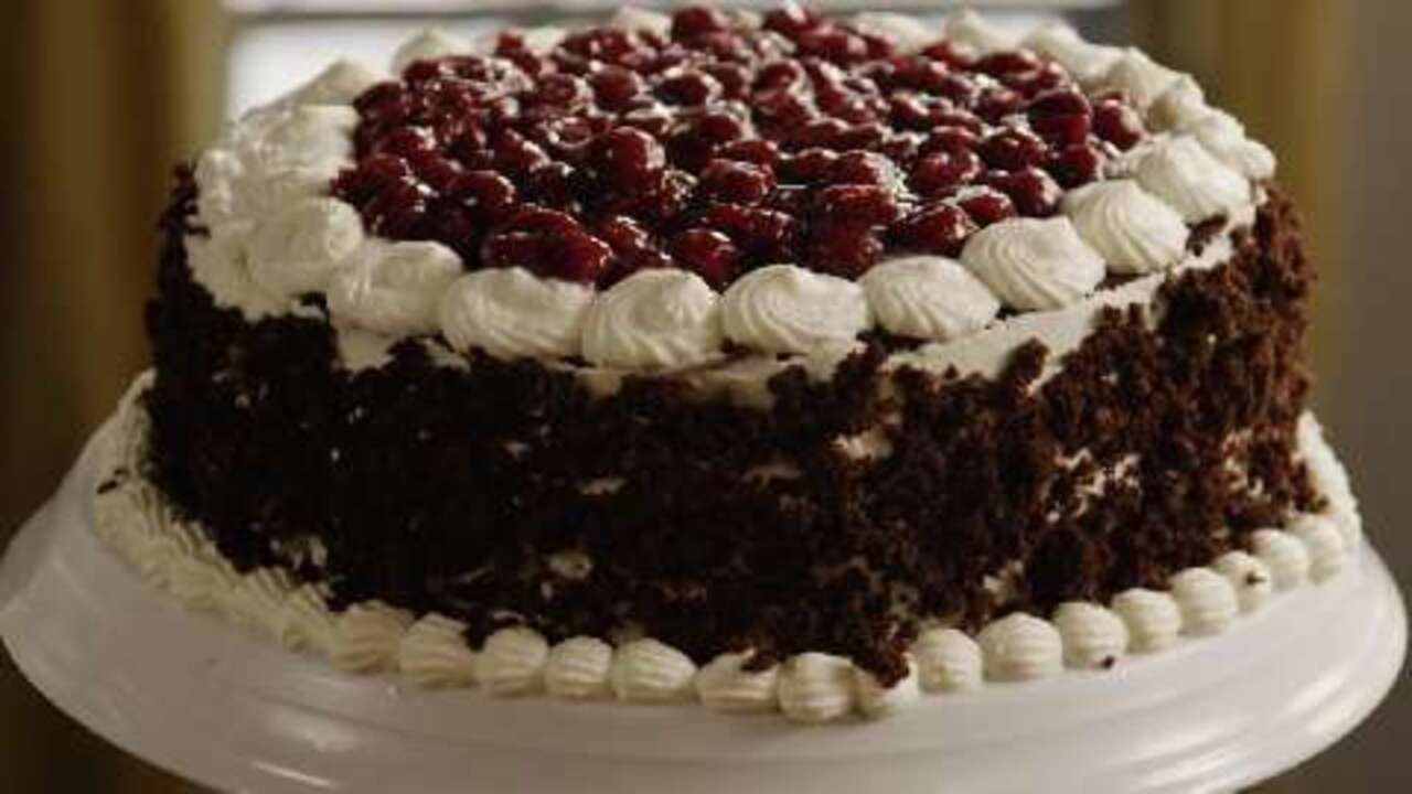 White Forest Cake Recipe In Pressure Cooker: Black Forest Cake I Video