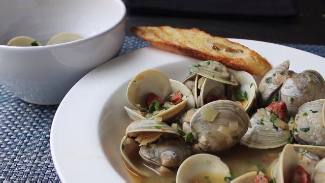 chorizo steamed clams video
