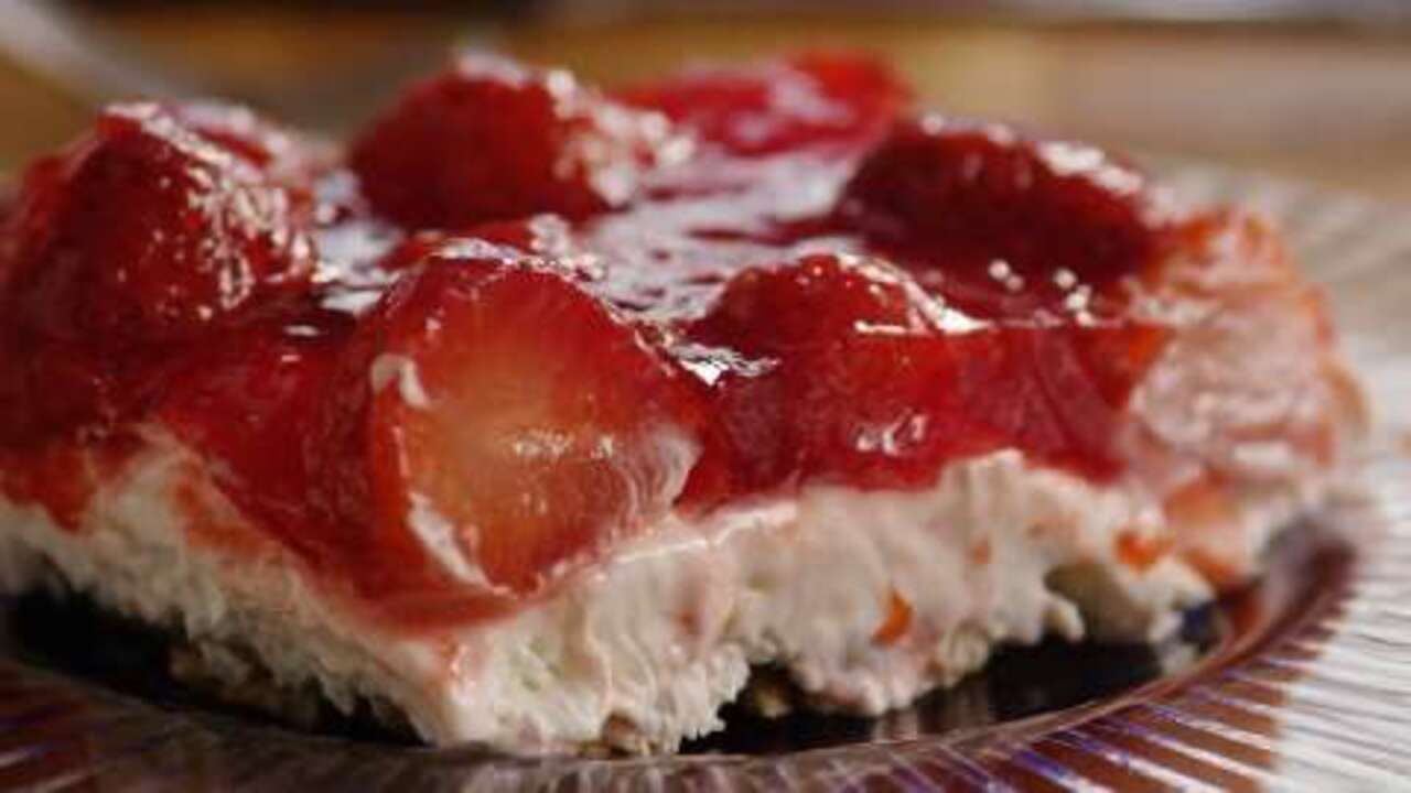 judys strawberry pretzel salad video