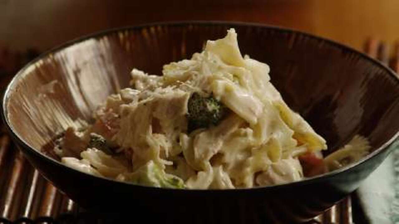 chicken and bow tie pasta video