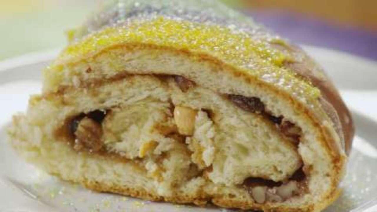 mardi gras king cake video