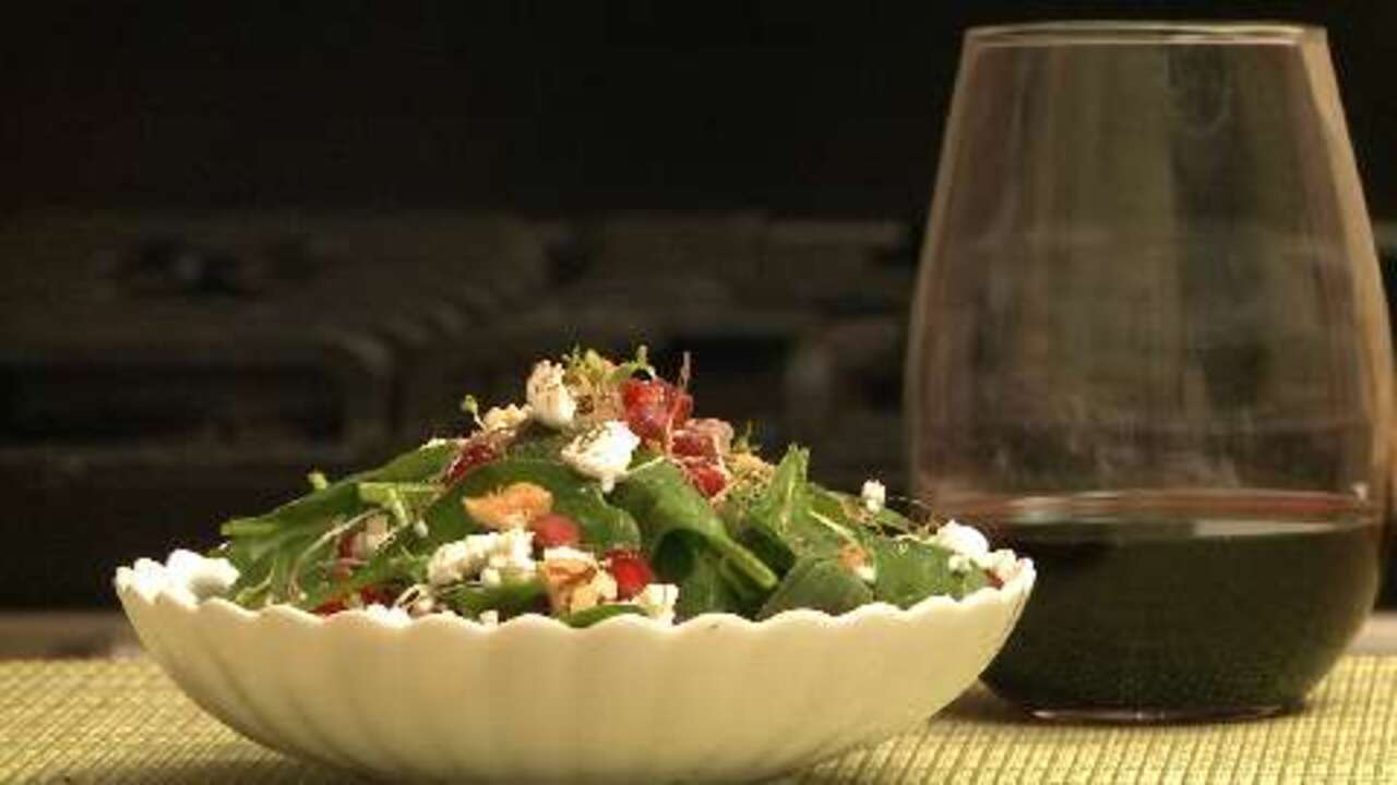 spinach and pomegranate salad video