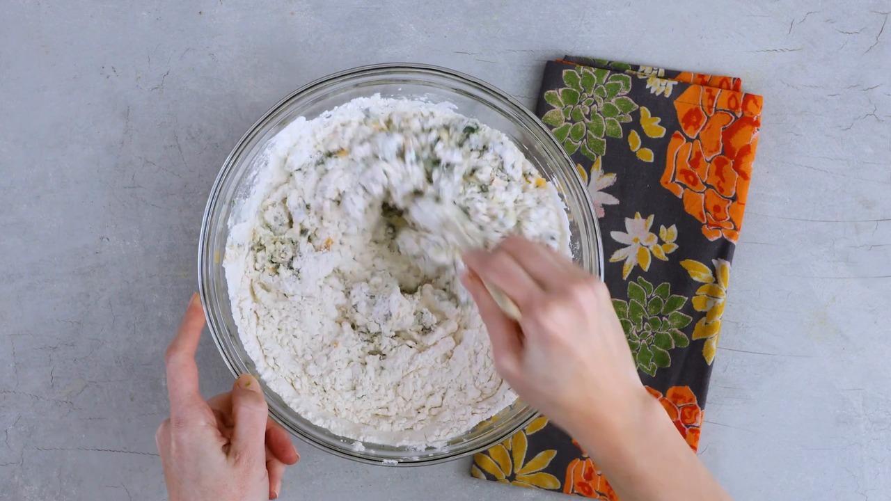 spinach cheddar muffins video