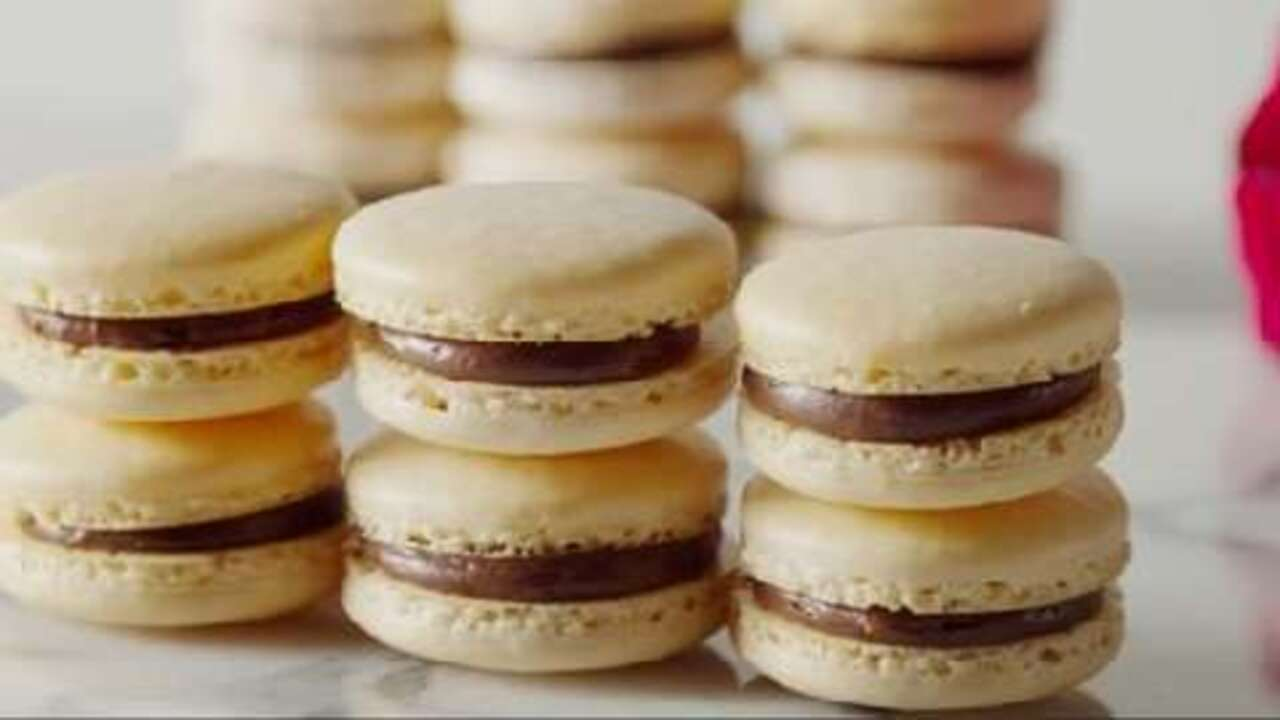macaron french macaroon video. Black Bedroom Furniture Sets. Home Design Ideas