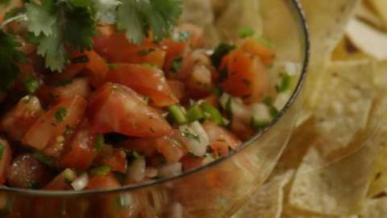fresh tomato salsa video