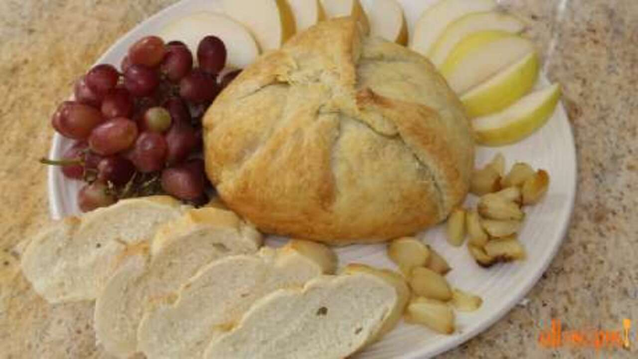 baked brie with caramelized onions video