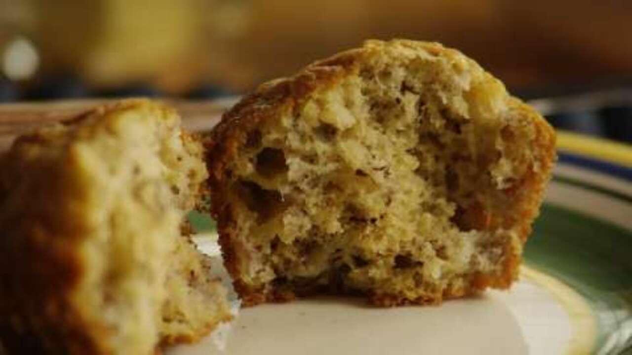 banana oat muffins video