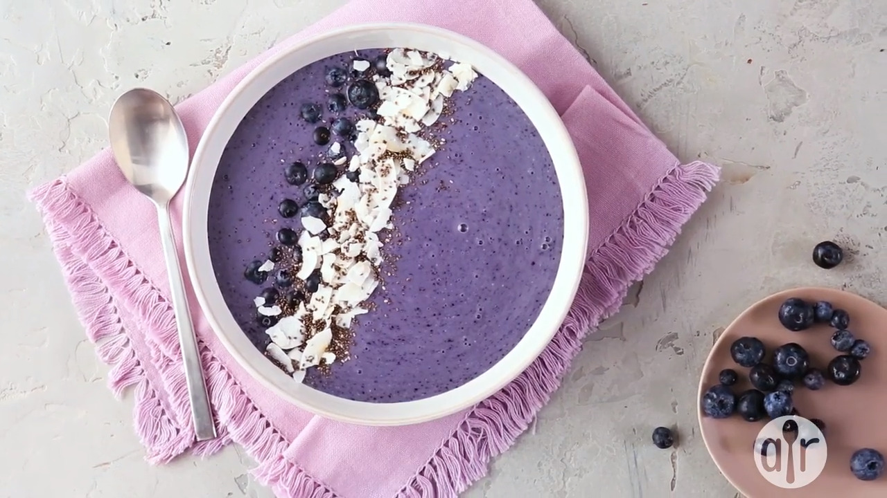 overnight oats blueberry smoothie bowl video