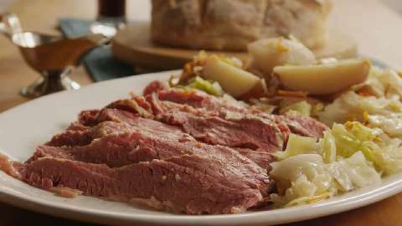 slow cooker corned beef and cabbage video