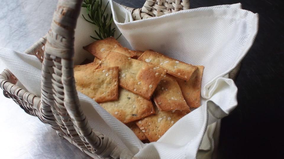 crispy rosemary sea salt flatbread crackers video