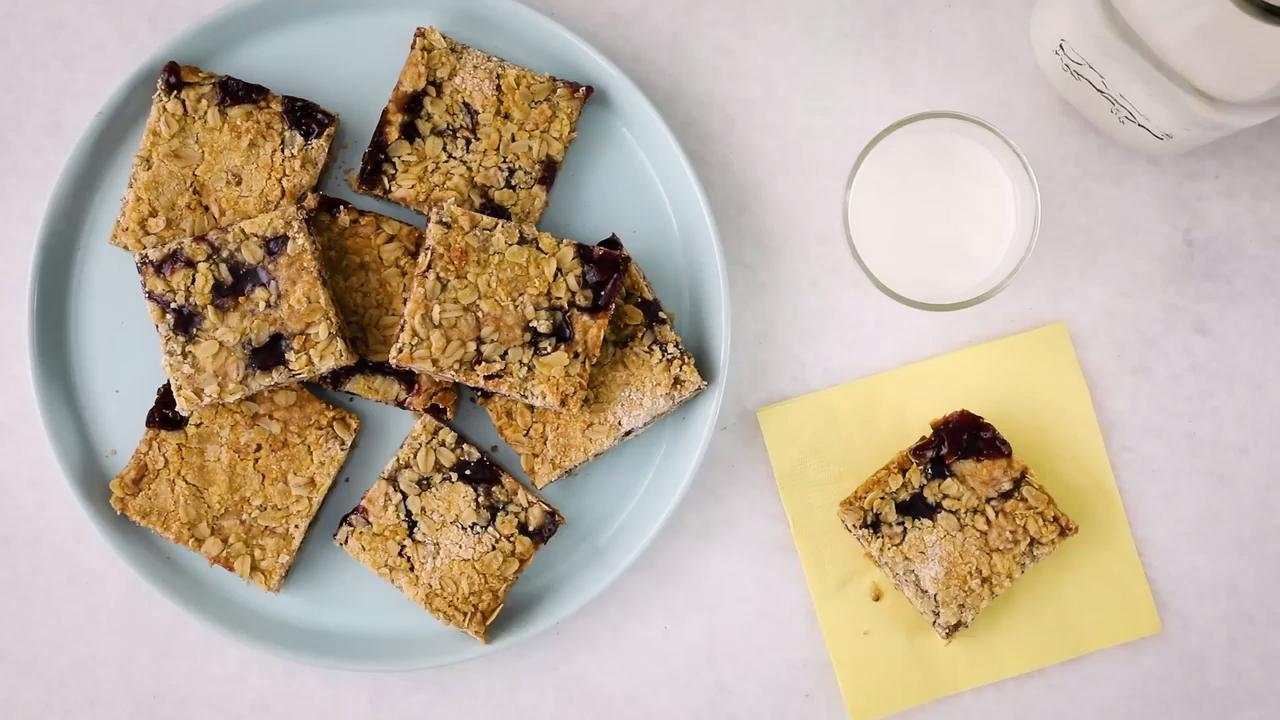 delicious raspberry oatmeal cookie bars video