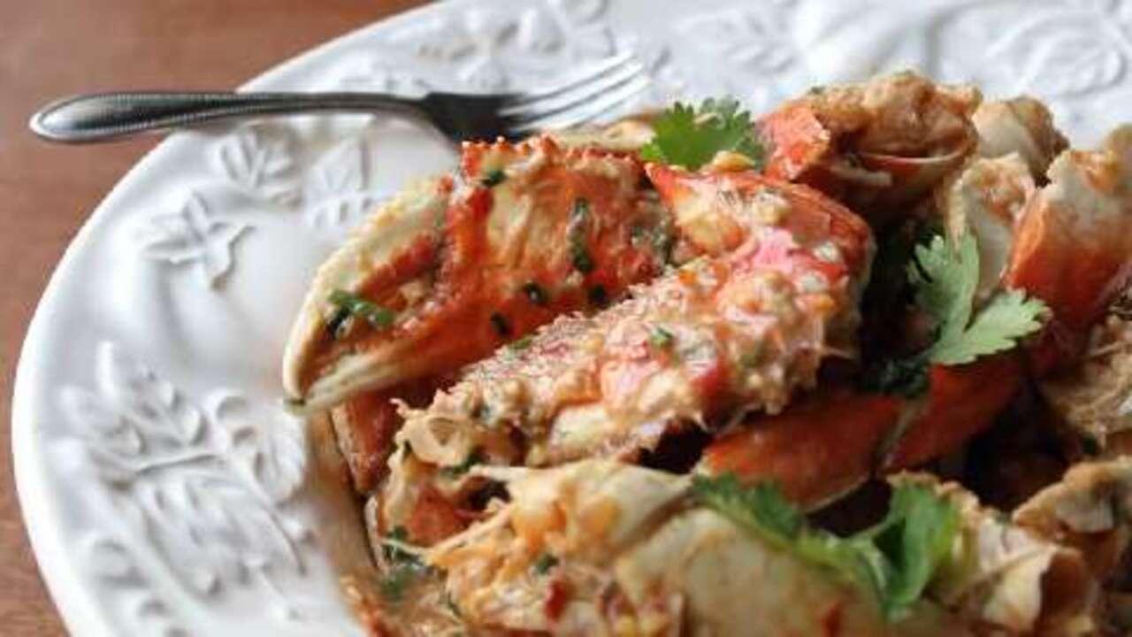 singapore chili crabs video