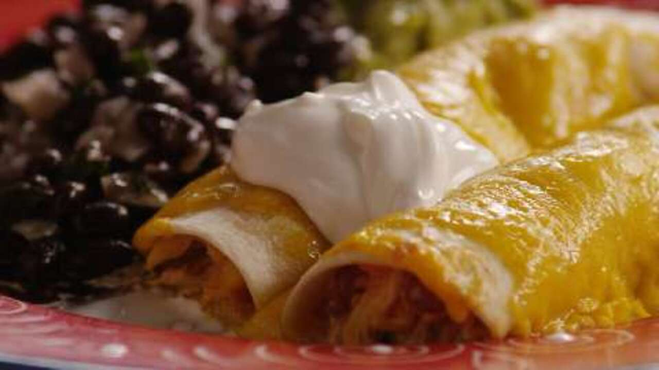 Easy Chicken Enchiladas IANKRIS