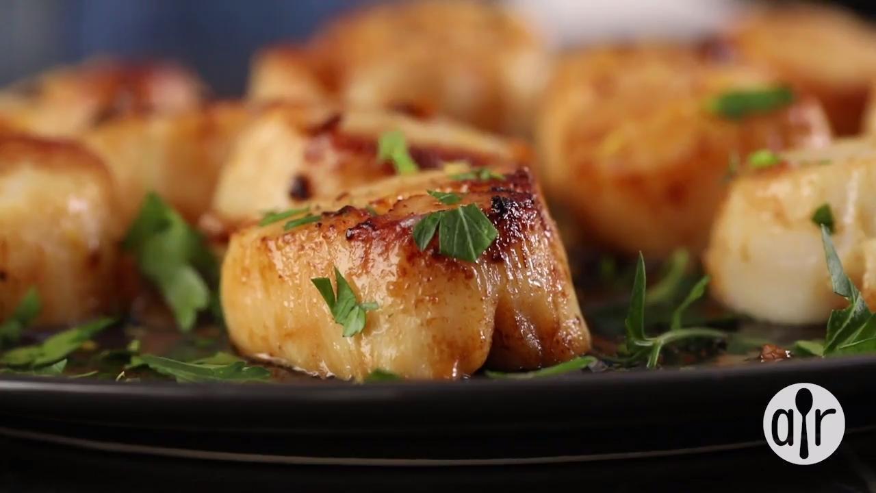 easy garlic lemon scallops video