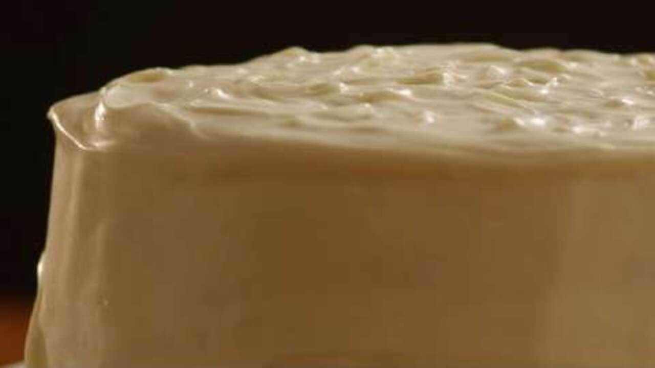 sturdy whipped cream frosting video