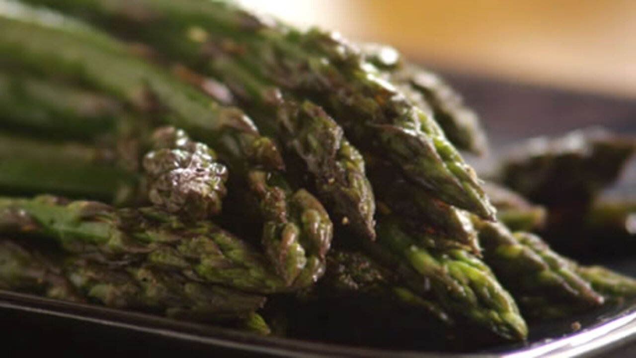 baked asparagus with balsamic butter sauce video
