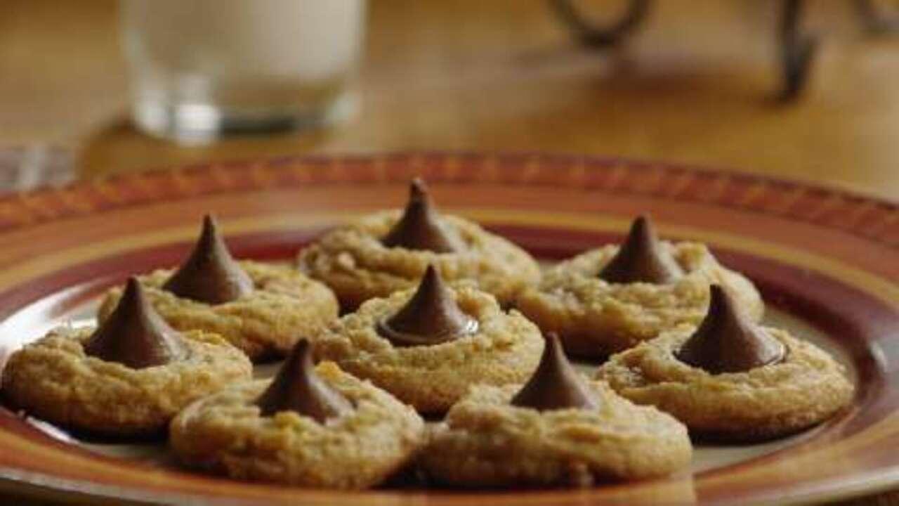 peanut butter kiss cookies video