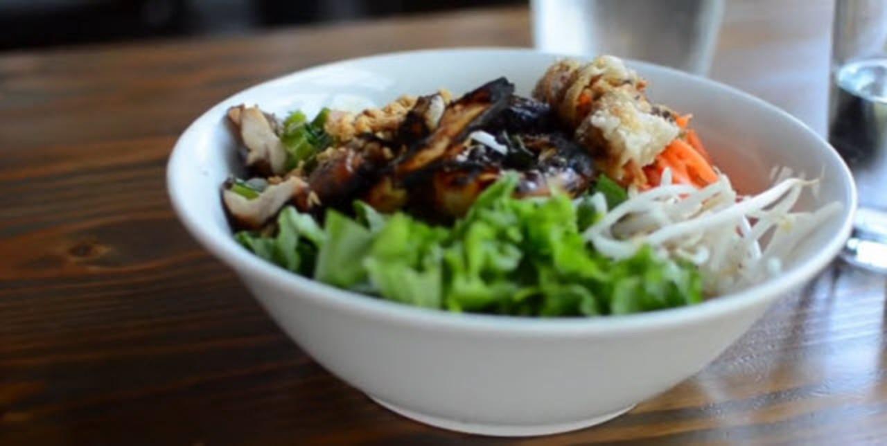 fresh vietnamese vermicelli bowl video