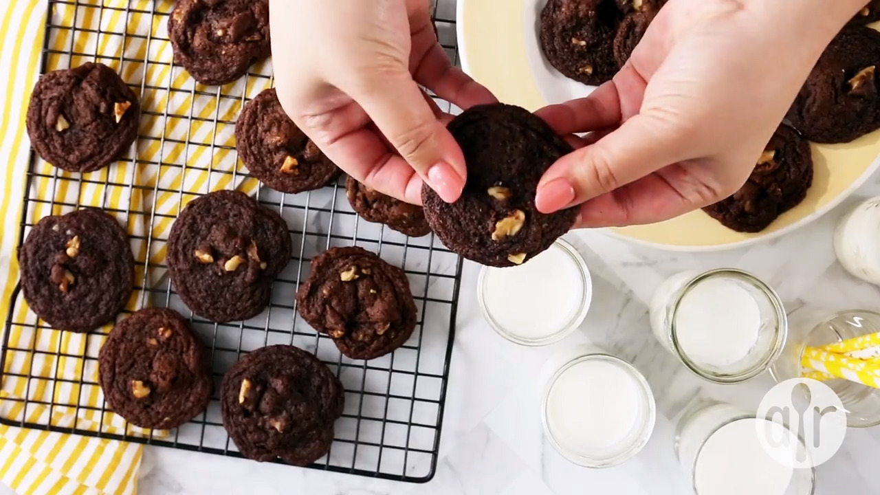 chewy chocolate cookies video