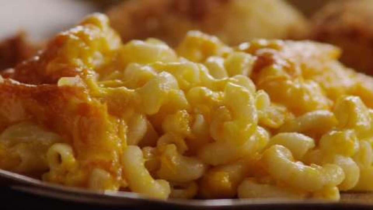 moms baked macaroni and cheese video